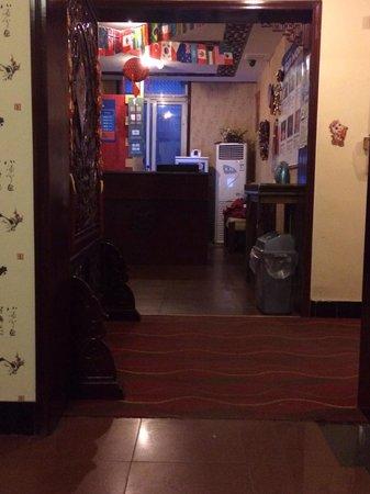 Yingxiang Hutong Hotel : Front desk