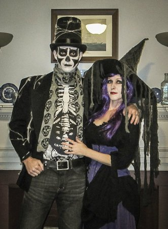 Northey Street House Bed and Breakfast: Prior to the Halloween Ball