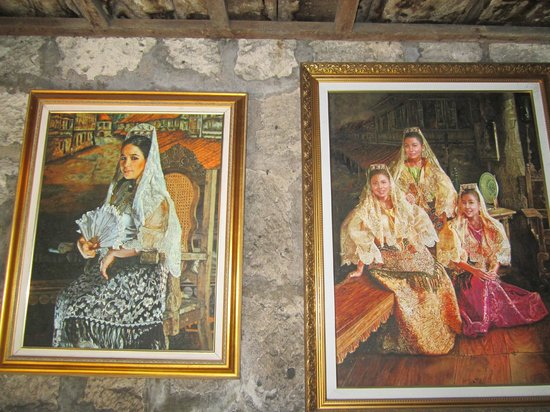 Yap Sandiego Ancestral House: Old paintings