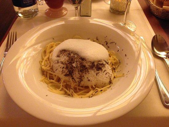 Schuhbeck's Orlando: Mmmmm truffled linguine...