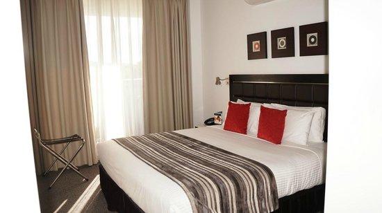 Meriton Serviced Apartments Aqua Street, Southport: Bedroom: has balcony, ensuite and built in robe
