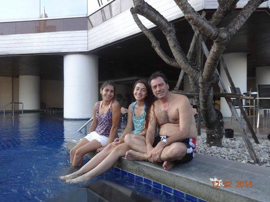 Pullman Bangkok Hotel G: Piscina limpia, muy buen bar, infraestructura y toallas impecables
