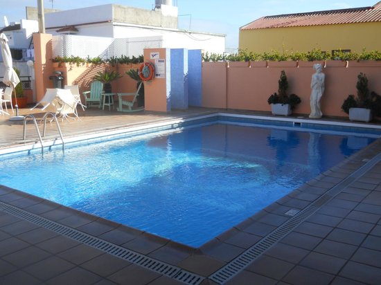 Globales Acuario: Pool on the terrace