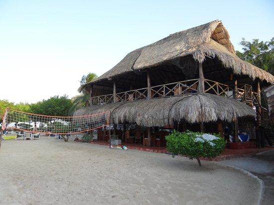 Hotel Sport Baru: Vista del comedor y área de recreación