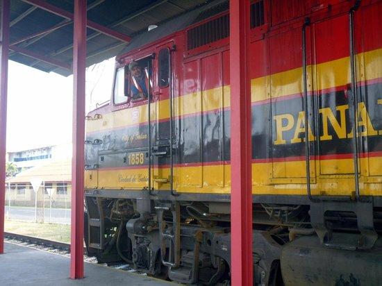 Panama Canal Railway Company: il treno in stazione