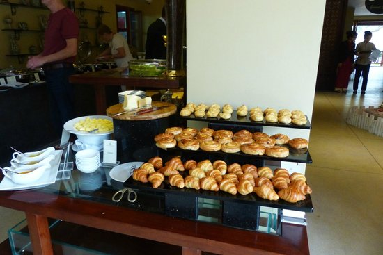 Essence Hoi An Hotel & SPA: Yet more food at breakfast buffet