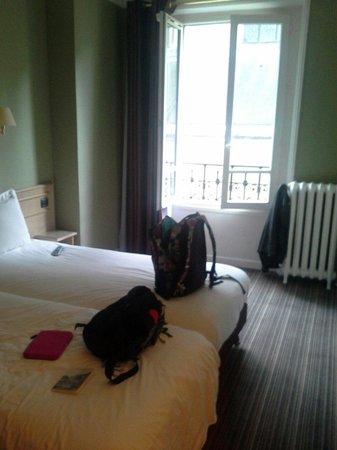 Paris France Hotel: Our room
