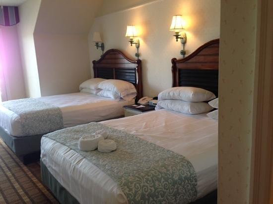 Disney's Beach Club Resort: 2 Queen Bed room