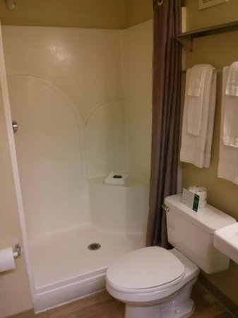 Crossland Economy Studios - Phoenix - West: Bathroom