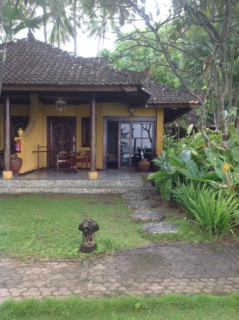 Alang-Alang Boutique Beach Hotel: Beach front bungalow Room 105
