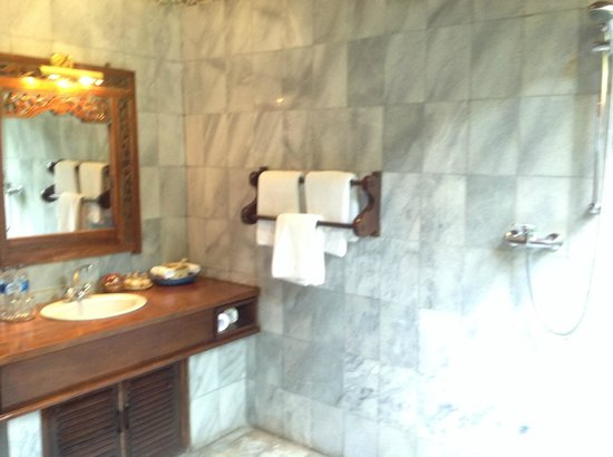 Alang-Alang Boutique Beach Hotel: Bathroom