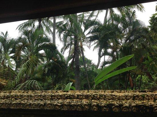 Alang-Alang Boutique Beach Hotel: Bathroom view