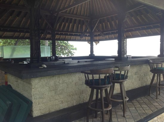 Alang-Alang Boutique Beach Hotel: Bar