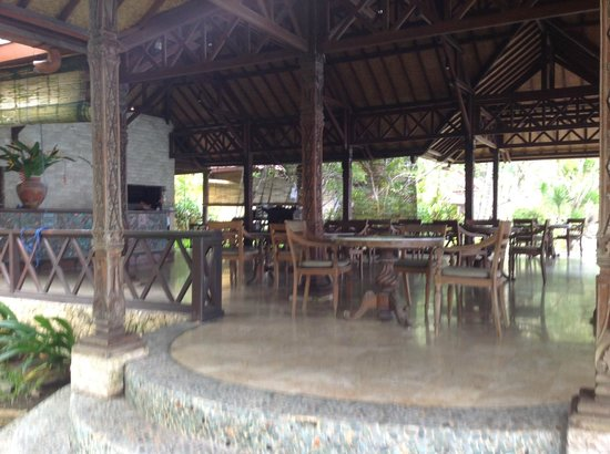 Alang-Alang Boutique Beach Hotel: Dining area