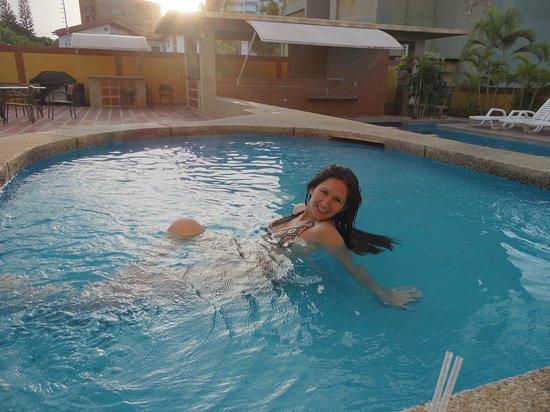 Hotel Miramar Suites: Jacuzzi a un lado de la piscina
