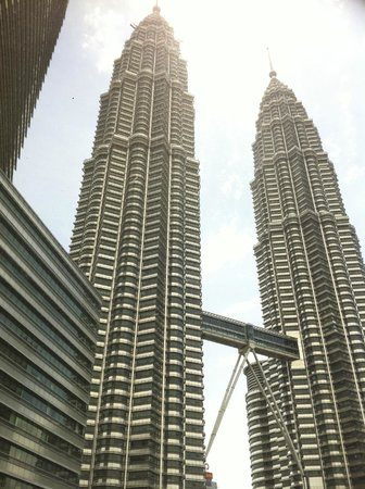 Mandarin Oriental, Kuala Lumpur: The Petronas Towers from our bedroom window