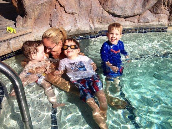 Pointe Hilton Squaw Peak Resort: Hot tubbing.