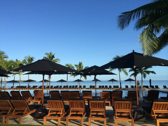 Hilton Fiji Beach Resort & Spa : poolside view