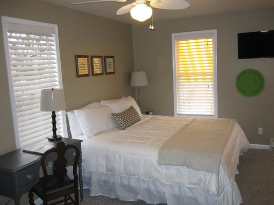 "Rehoboth Guest House: Room 31, 32""TV, King Bed, Private Bath"