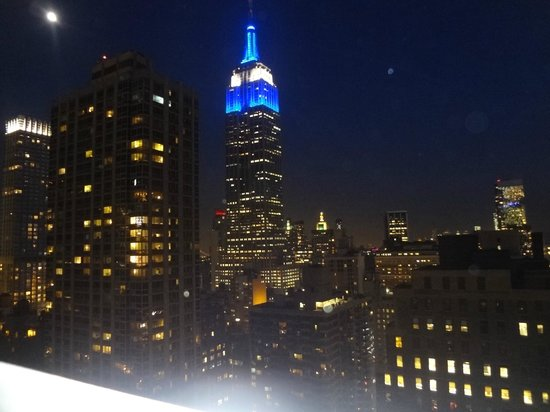 Residence Inn New York Manhattan/Times Square : vista noturna do empire states