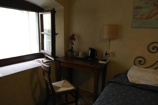 Hotel Bavaria: chambre ( bureau)