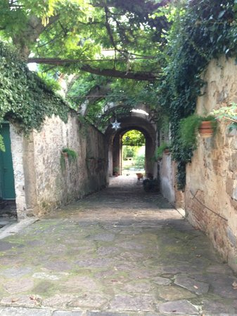 Torre di Bellosguardo : Outside walkway