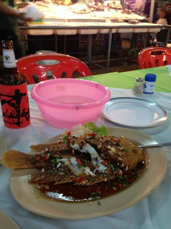 Red Boat Restaurant: Three Pepper Whole Snapper and a large Singha $11.00