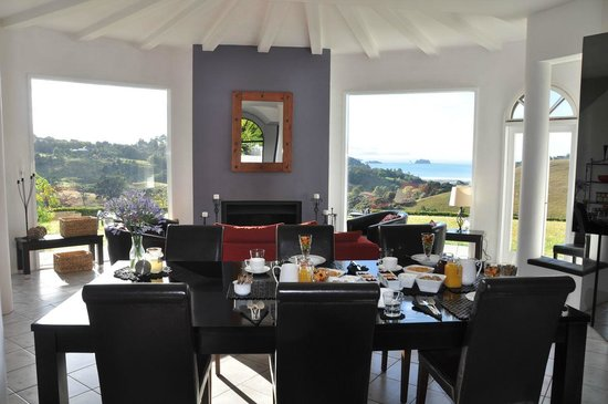 Matakana Castle: Breakfast...