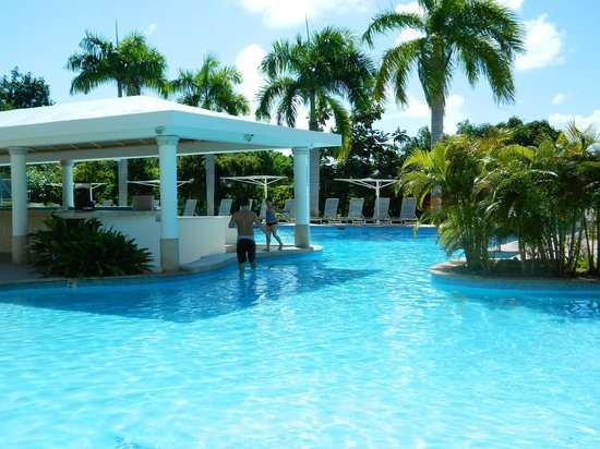 The Fajardo Inn: Swim up bar