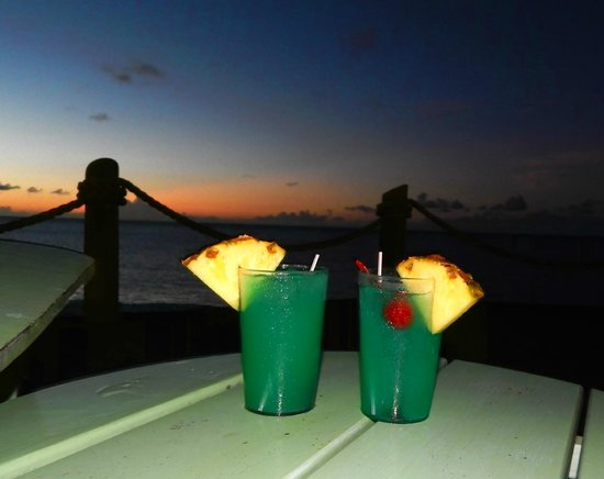 Galley Bay Resort: After-dinner drinks at the TeePee Bar