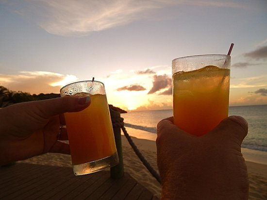 Galley Bay Resort: Sunset drinks at the TeePee Bar