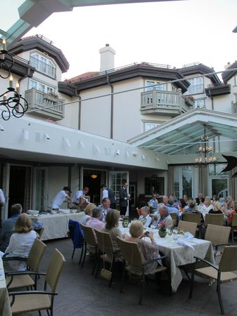 Ludwig's Restaurant : Summertime on Ludwig's Terrace with the roof open