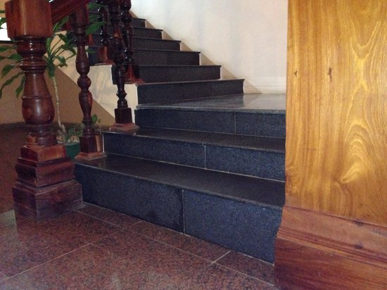 Angkor Era Hotel: You can see the height difference of each step