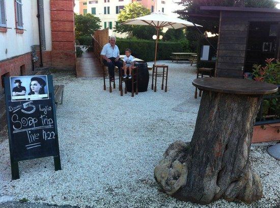 Stonehenge Pub: Spazio estivo