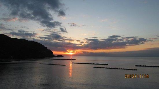 Izu Matsuzakiso : 部屋からの夕日1
