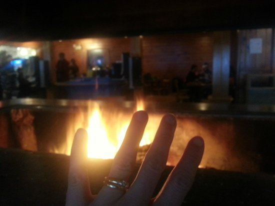 Ski Snow Valley Barrie: Warming open fire inside chalet - aaaahhhhhh