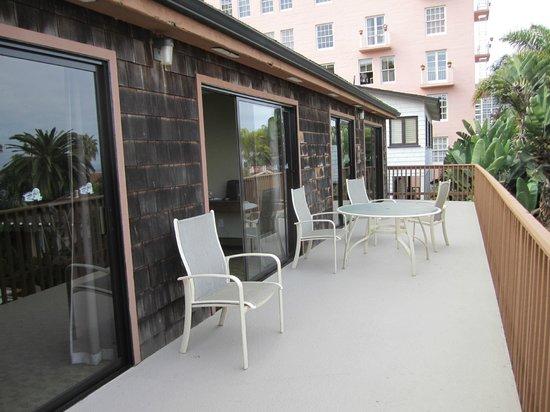 La Jolla Cove Suites: Large patio deck