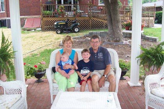 The Bennett House Bed and Breakfast: Gazebo in back yard