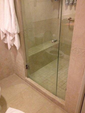 Occidental Costa Cancun: shower