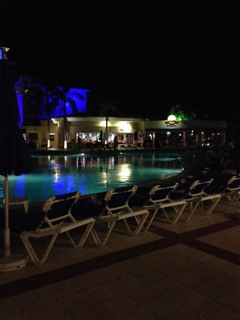 Occidental Costa Cancun: Pool at night