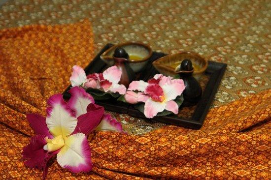 SaraDar Thai Massage & Art Gallery: Massage Equipment