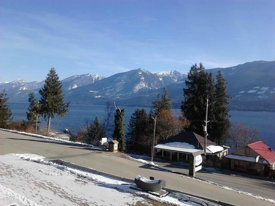 Mermaid Lodge & Motel: view from our balcony of our room, looking over beautiful Kootenay Lake