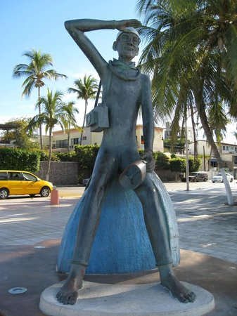 Malecon: Another sculpture