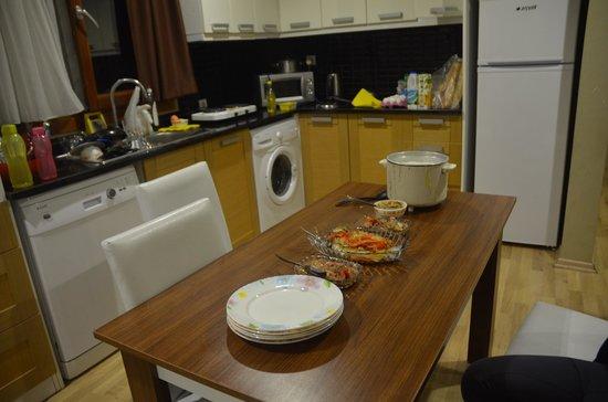 Flamingo Apart: the kitchen
