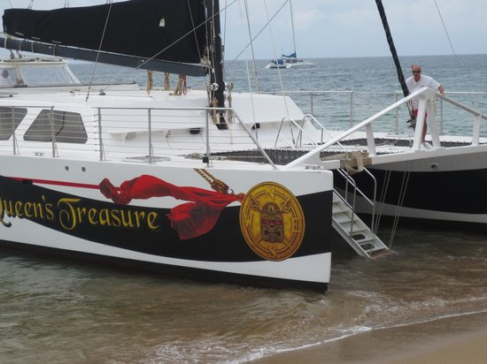 Queen's Treasure : The Quuen takes passengers from Kaanapali beach