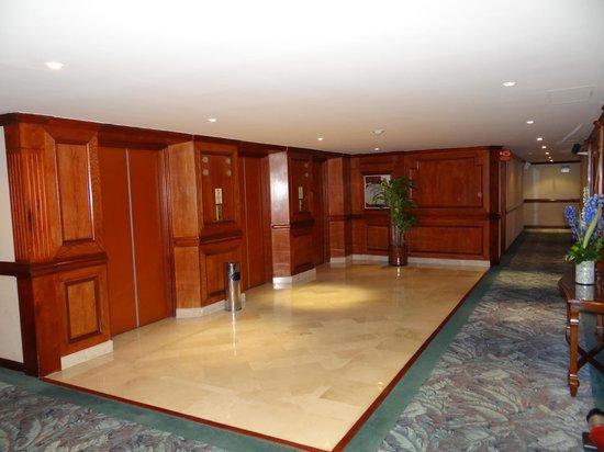 Hotel Dann Carlton Bogota: Salón de espera 6to piso