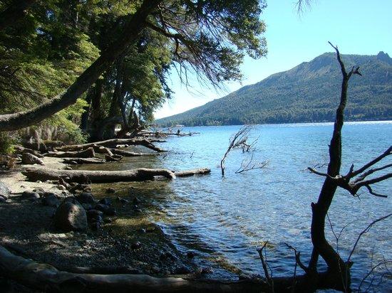Museo del Lago Gutierrez : colores del lago gutierrez en verano