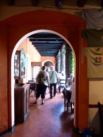 Cafe Condesa: Entering the courtyard