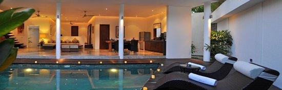 La Sirena 4: Pool and Living