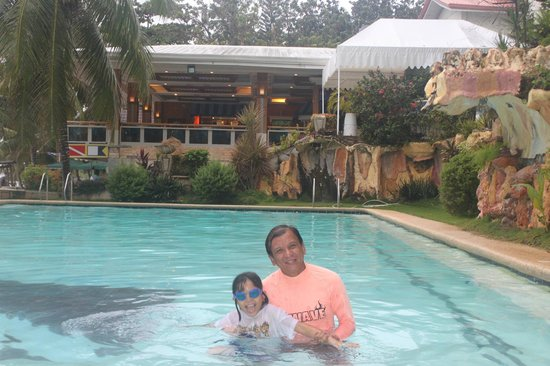 Bohol Divers Resort: The swimming pool is big and clean, but no lifeguard.